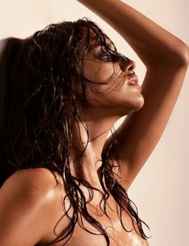 《GQ》2013年8月刊 狂野战地女郎 Irina Shayk