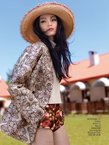 "溫柔出走 ""Green Days"" Xiao Wen Ju by Giorgio Batu《VOGUE》中国版2013年9月刊时尚大片"
