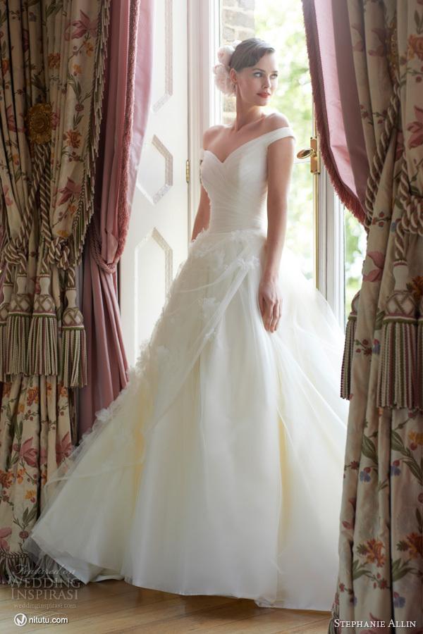 Stephanie Allin 2013婚纱礼服系列